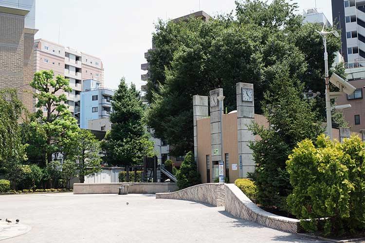 麺屋まほろ芭は近くにある本蒲田公園の右向かいにある