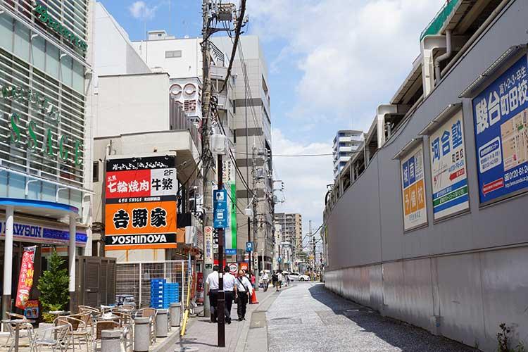 自家製麺 RAMEN 進化 小田急町田駅北口を出て線路沿いに北に進む