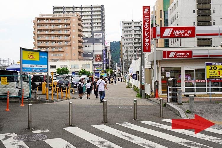 福島の人気のラーメン店「自家製麺 うろた」の行き方 ニッポンレンタカーを右折