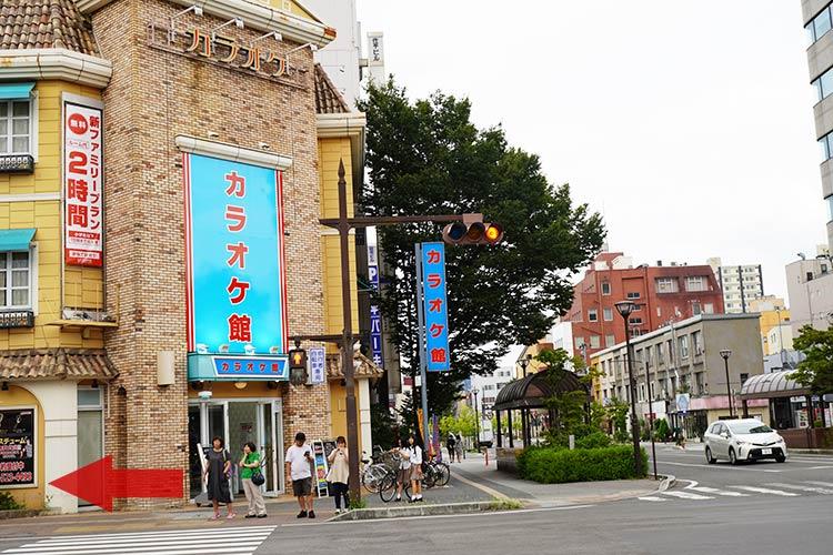 福島の人気のラーメン店「自家製麺 うろた」の行き方 カラオケ館を左折