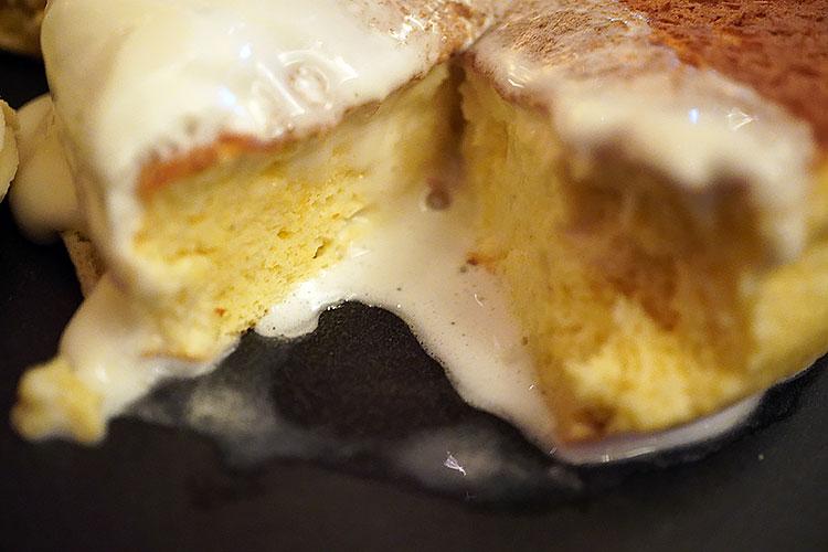 ホテルニューオータニ特製 パンケーキ(マロン)の断面