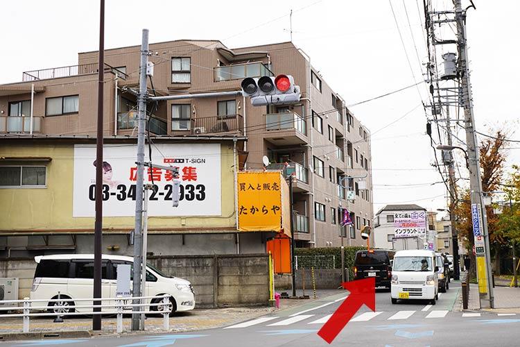 ホームセンター前を左折して直進すると信号があるので、渡ってさらに直進