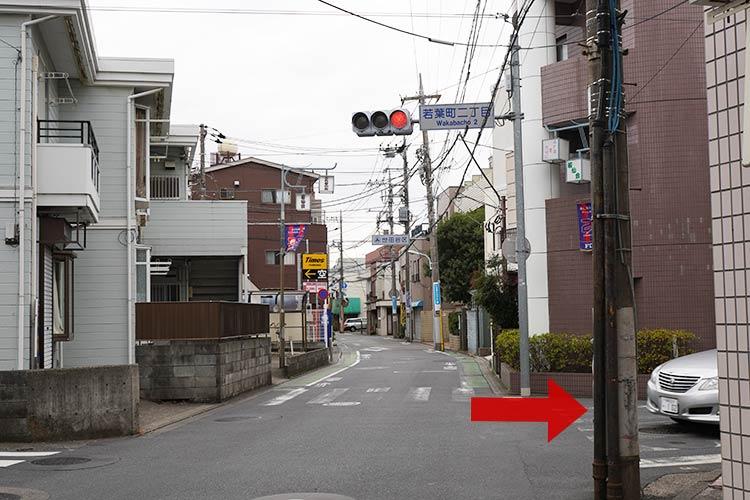 中華そば しば田 若葉町二丁目の信号の交差点を右折して直進