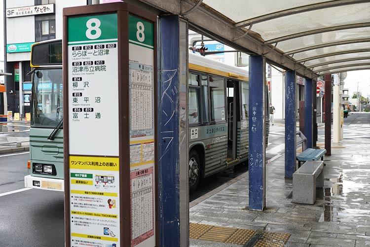 沼津駅南口前 8番バス乗り場「ららぽーと沼津行き」バス