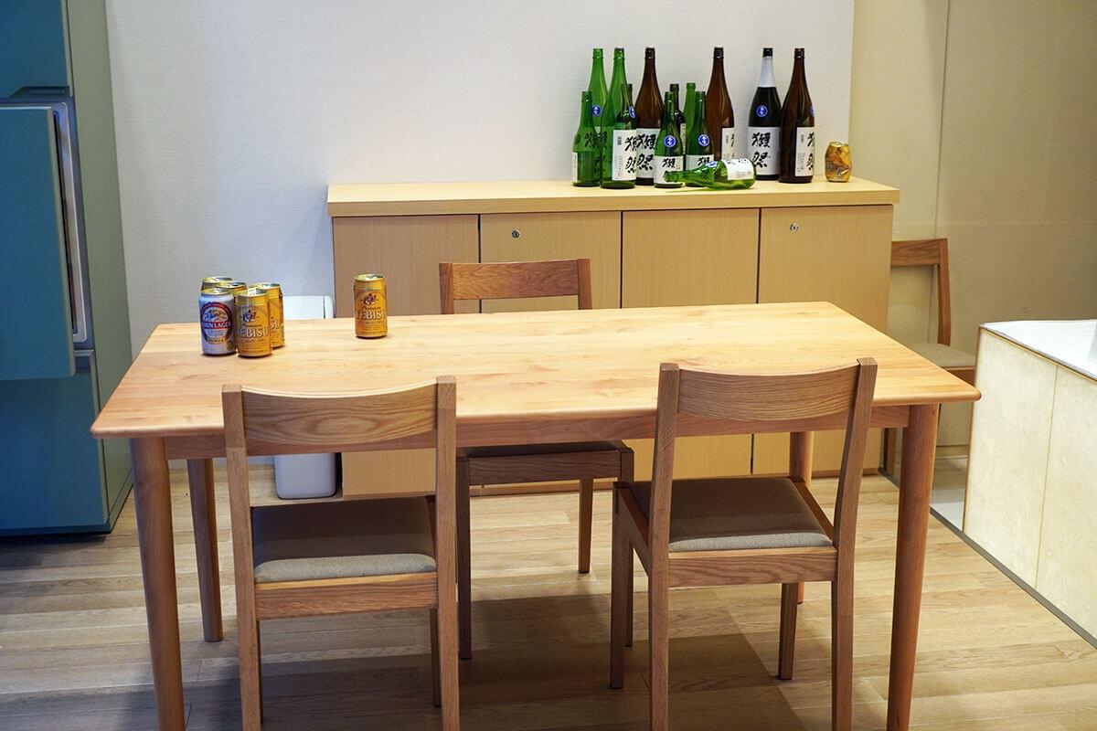 ミサトの部屋 テーブルの上